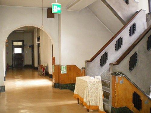 岩手県公会堂・2F階段