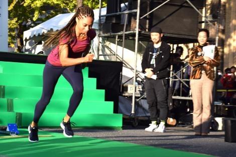 グリーンカーペットを走るアリソン・フェリックス
