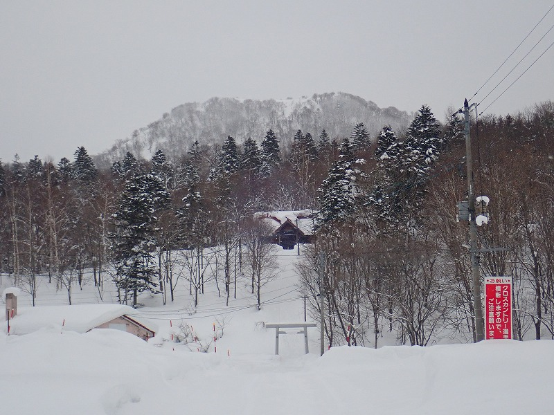 音威富士神社と山