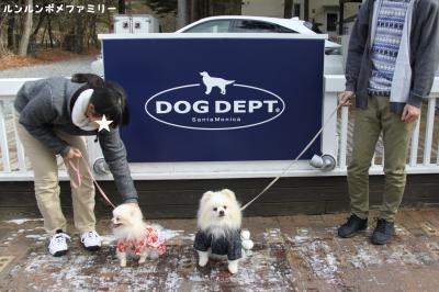 DOG DEPT 看板前