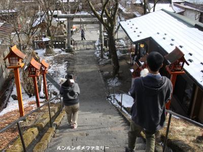 神社 下り階段