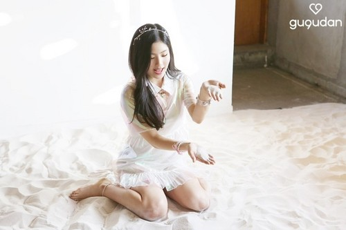 gugudan-hyeyeon.jpg