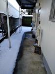 雪の助産院玄関