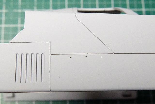 6168 サフ後のスジ彫り 640×430