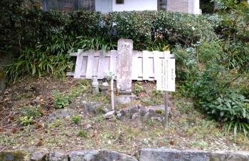 楠木正行の髻塚