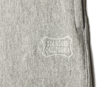 deli-18ss-us-cotton-sweat-pants-gy-side-back-logo.jpg