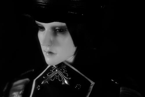 「帝都物語」の加藤保憲としてお迎えした、Ringdoll、Dracula-Style B。新しい軍服を着せたら、若々しい雰囲気になったのはいいけれど、写真を撮るのは苦戦中。