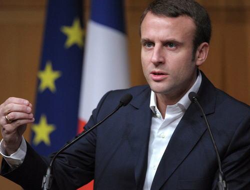 フランス・マクロン大統領、18~21歳の男女対象に徴兵制を復活させる考え … 相次ぐテロの脅威に備え、国民の団結を強めるため2002年に廃止された1ヶ月間の兵役義務化へ