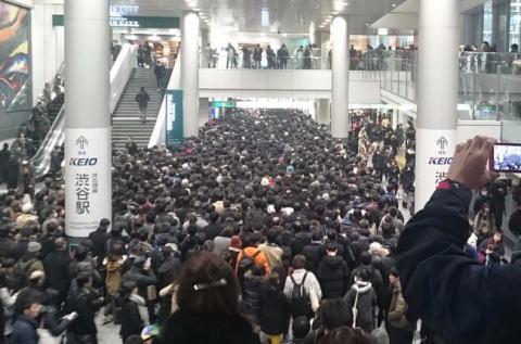 4年ぶりに襲った大雪の影響で入場規制がかかった東京都心のターミナル駅、人があふれて大混乱に(画像) … 渋谷、品川、蒲田など各駅で入場規制