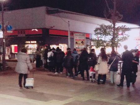 全国各地の吉野家で長蛇の列、入店待ちの車で道路が7.5km渋滞の店舗も(画像) … ソフトバンク2月のSUPER FRIDAY、25歳以下は吉野家2杯無料