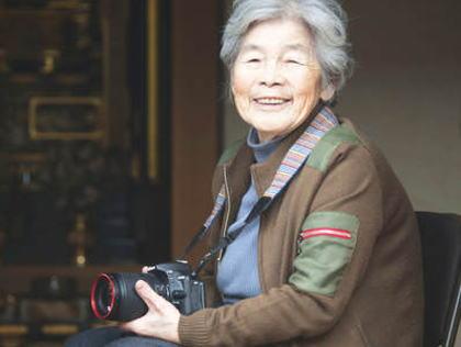 90歳のばあさん、老後の楽しみに自撮り写真を始める→ ウィットに富んだ自撮り写真が海外でも話題に