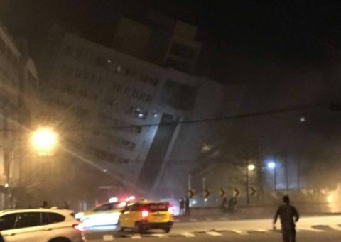 台湾東部でマグニチュード6.4の地震、東部の花蓮県で建物が倒壊、詳しい被害の状況は不明(画像)