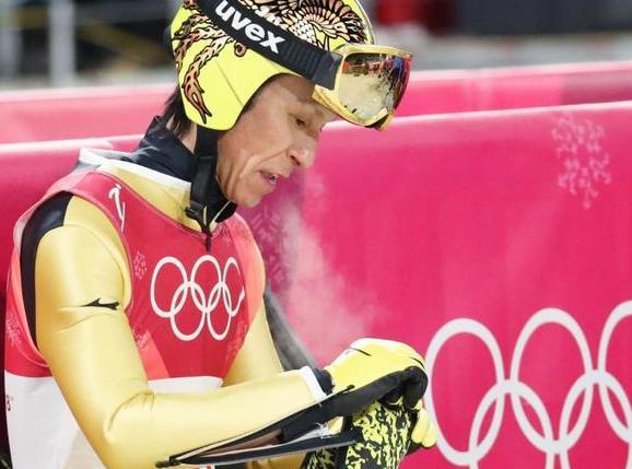 スキージャンプ・葛西紀明(45)、強烈な風とたびたび競技が中断する悪劣な極寒地獄に「こんなの中止でしょう」と苦笑い