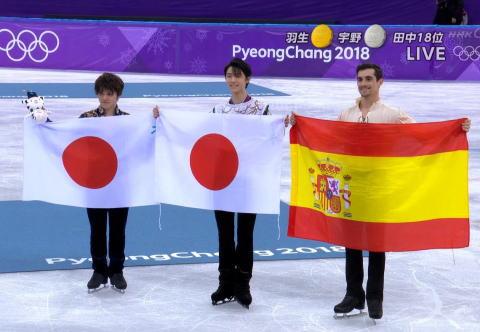 フィギュアスケートの男子シングル、羽生結弦(23)が金メダル・宇野昌磨(20)が銀メダル、フィギュアで日本勢が2人表彰台に立つのは初 … 羽生はこの種目で66年ぶりのオリンピック2連覇を達成