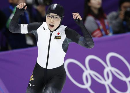 平昌五輪スピードスケート女子500m、小平奈緒選手が36秒94のオリンピック新記録で金メダルに … スピードスケートで日本の女子が金メダルを獲得するのは初