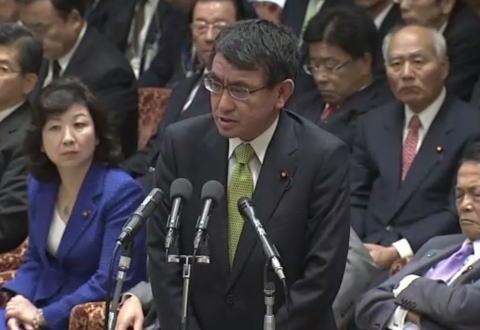 河野太郎外相、外交に関する議論が低調な国会審議に拘束され不満爆発 … 苦肉の「土日外交」では中国の外交に遅れを取りかねない危機感、一部の野党は「国会を優先すべきだ」と反発