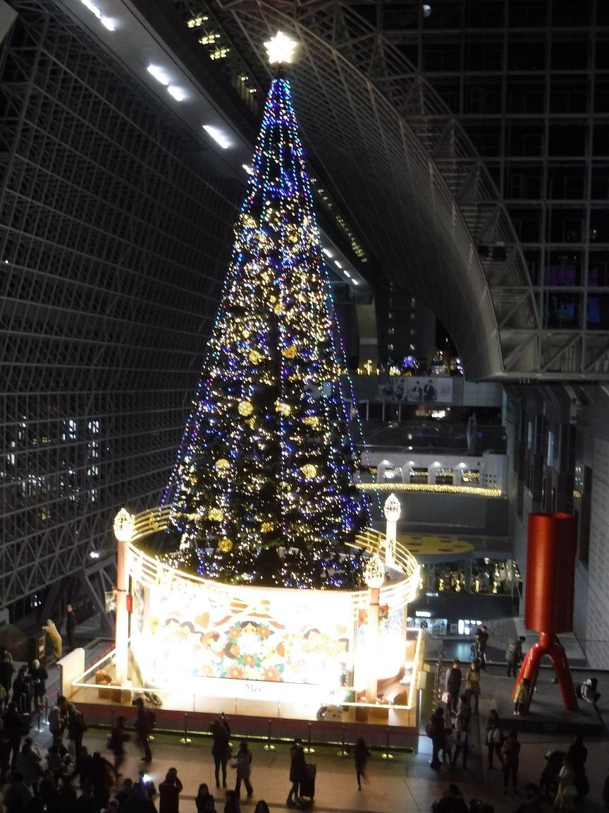 ブログ 京都駅のクリスマスツリー.jpg