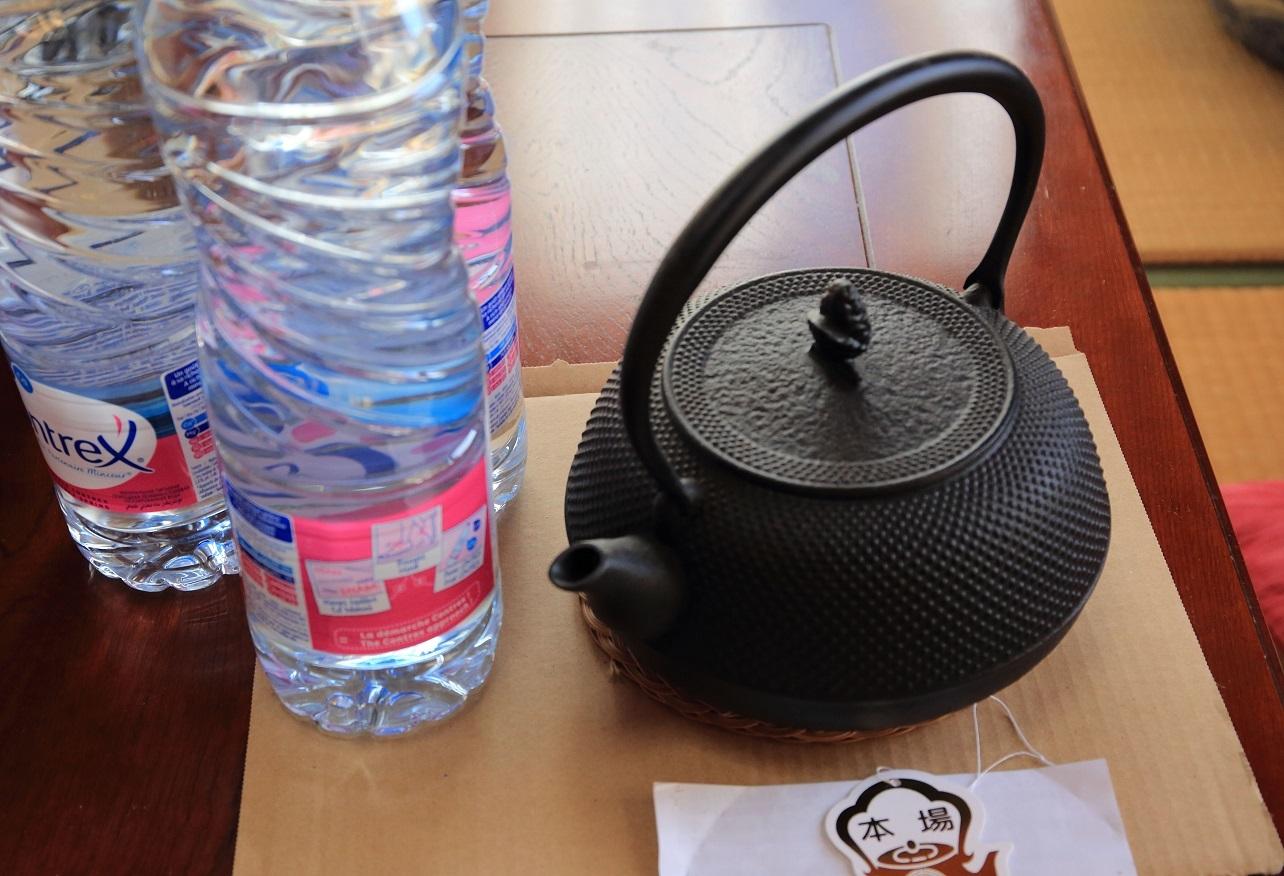 ブログ 鉄瓶と慣らし用の水.jpg