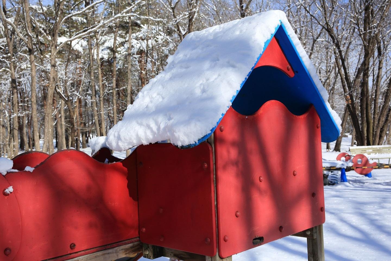 2018 1 3 ブログ 雪の中の遊園地.jpg