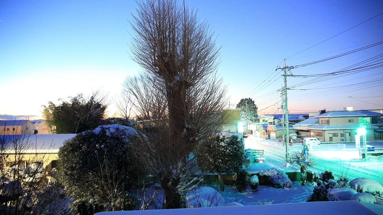2018 1 23 ブログ  夜明け前 雪積もる 26センチ程度.jpg