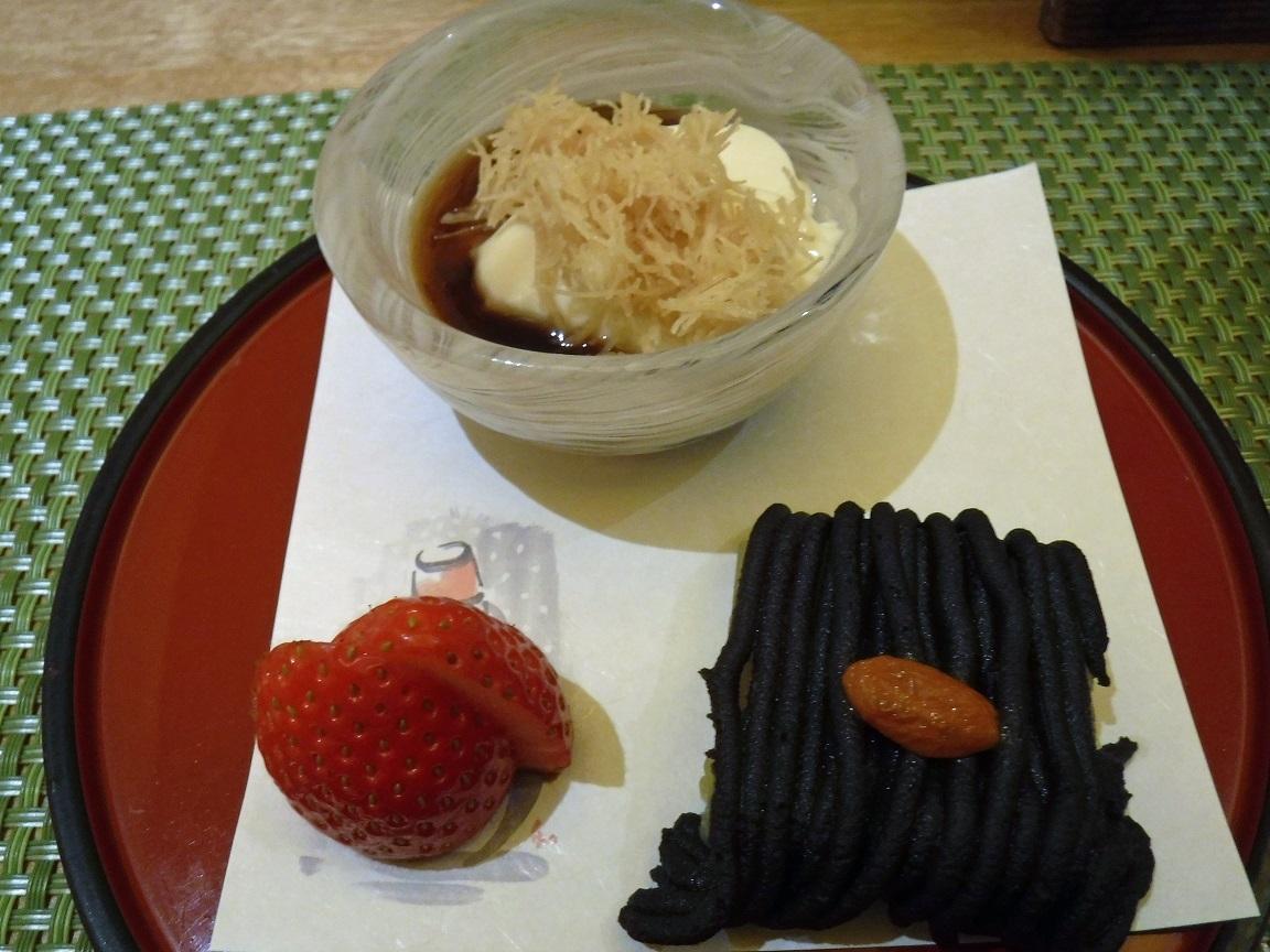 26日ブログ 夕食 デザート サツマイモと黒豆羊羹 豆乳パンナコッタ.jpg