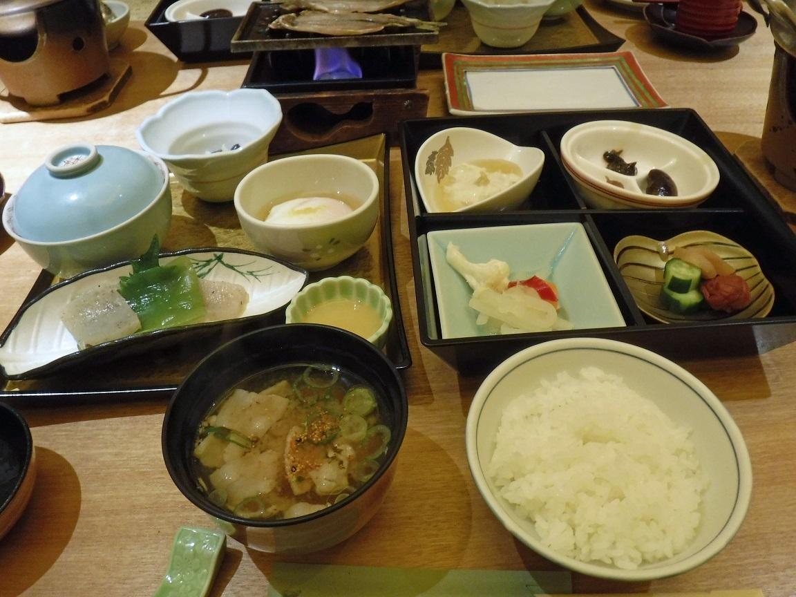ブログ 27日朝ご飯の全景.jpg