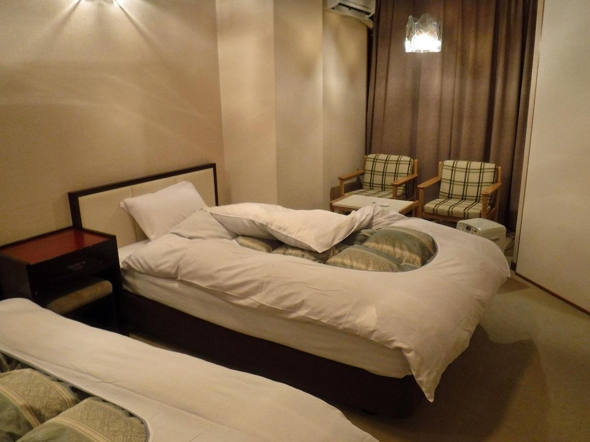 ブログ 27日 ツインルームに寂しい一人寝.jpg