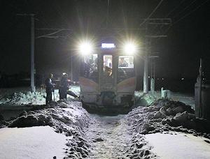 大雪で電車もストップ