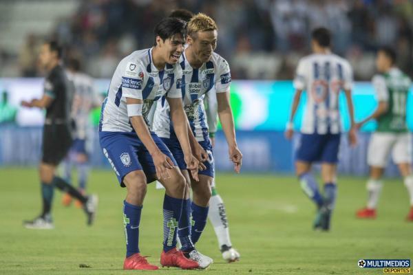 Pachuca_[2]-1_León_-_honda_keisuke_goal_celebration