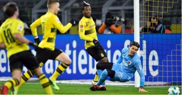 Borussia_Dortmund_1_1_FC_Augsburg_2018.jpg