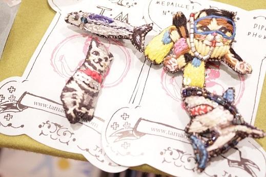 刺繍の猫ブローチ