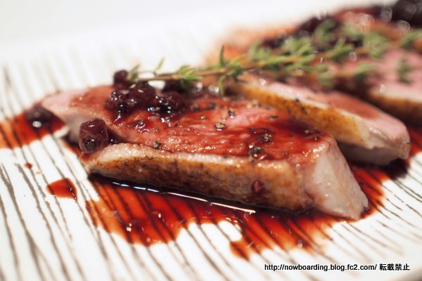 『29ON(ニクオン)』表参道店 厚切り鴨肉のベリーソース
