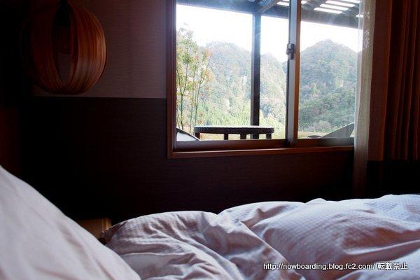 南高 窓の外の景色 渓谷
