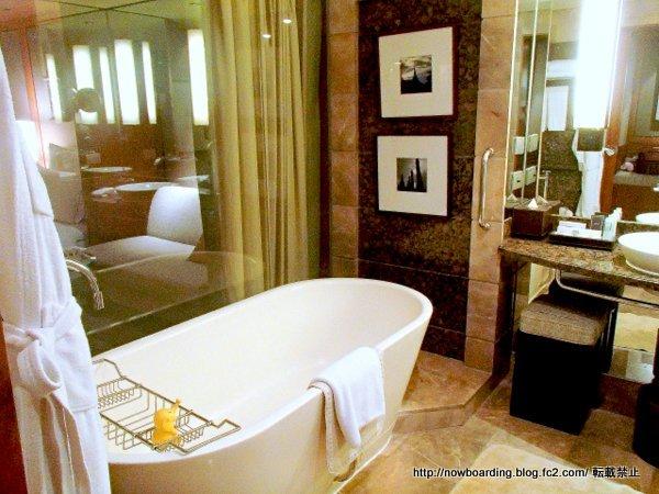 コンラッドバンコク 浴室 ホテルのプールの利用方法
