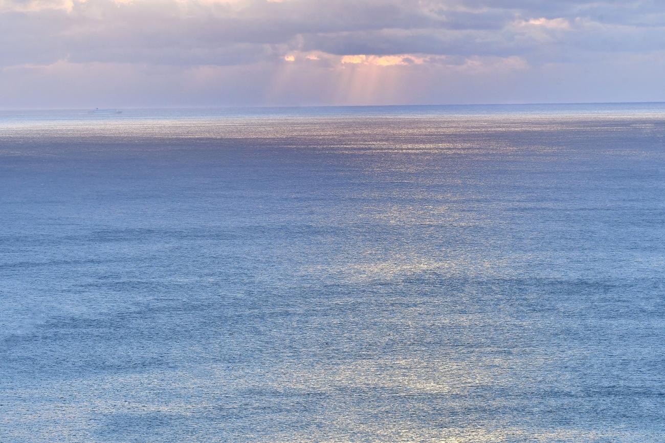 海沿いにて 010-2gs