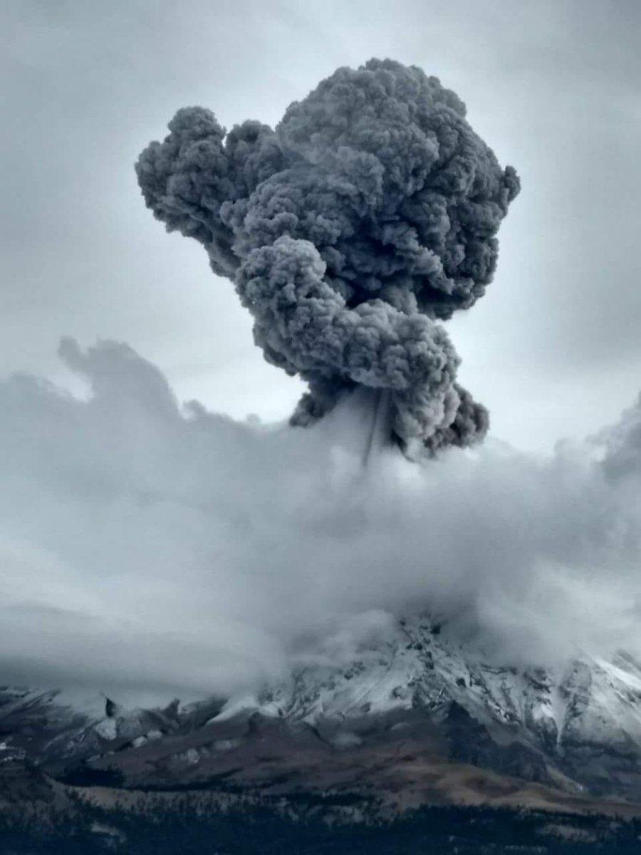 【メキシコ】ポポカテペトル山が噴火…3000メートルの噴煙を上げる