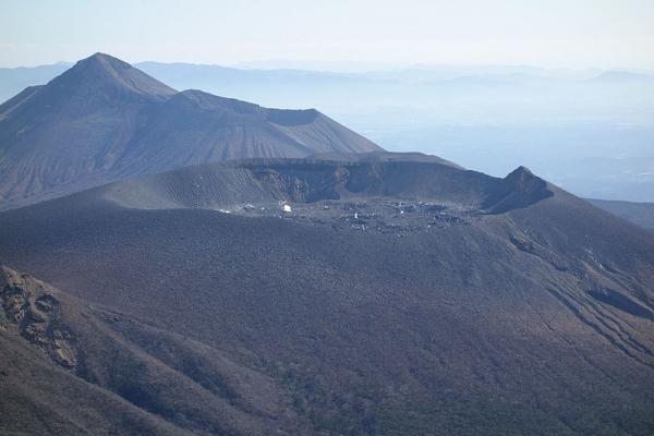 Shinmoedake_crater.jpg