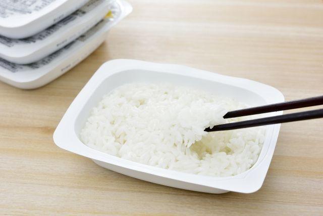 【非常食】「コメ」を食べなくなった日本人?一方、レトルトの「パックご飯」が爆発的人気…なぜなのか?