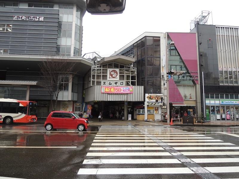 近江町市場を通り過ぎます