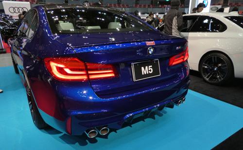 新型M5リア