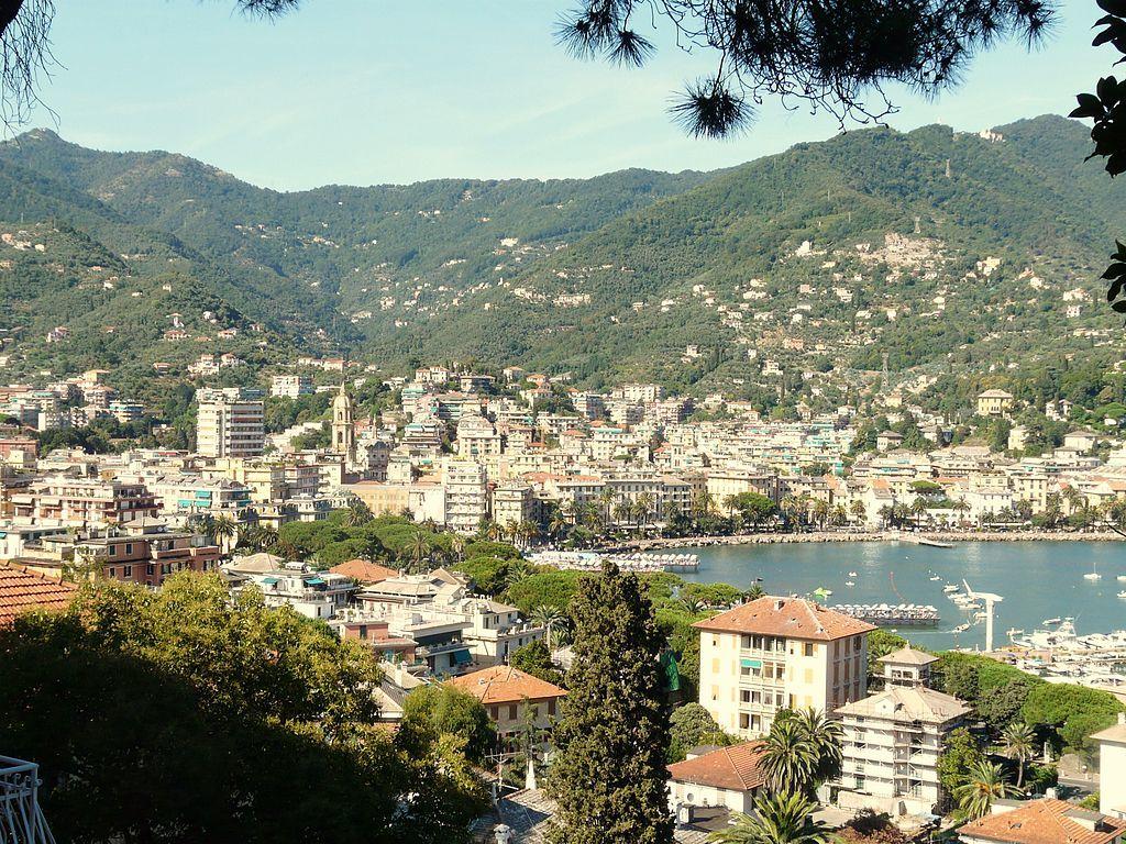 1024px-Rapallo-vista_panoramica_estiva.jpg