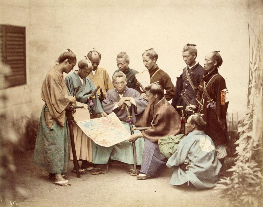 戊辰戦争中の薩摩藩の藩士(着色写真)。フェリーチェ・ベアト撮影