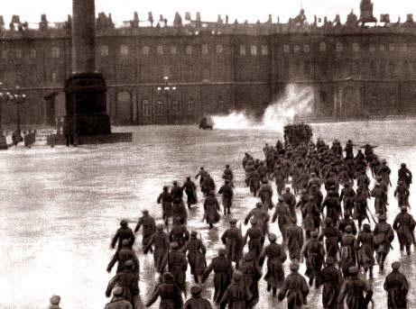 『冬宮への突入』、1920年の再現群像劇