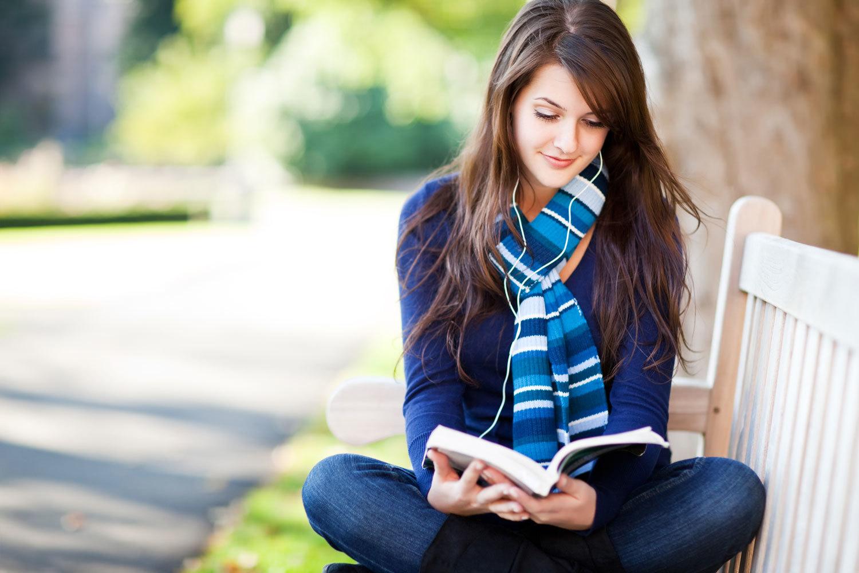 読書 女性 3-25