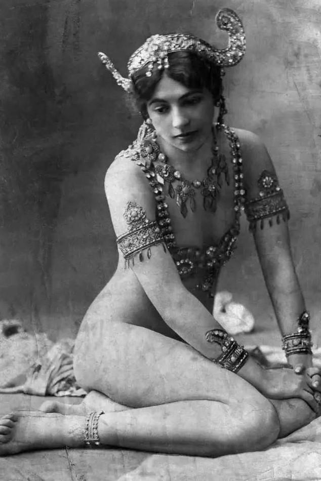 マタ・ハリ 1910年