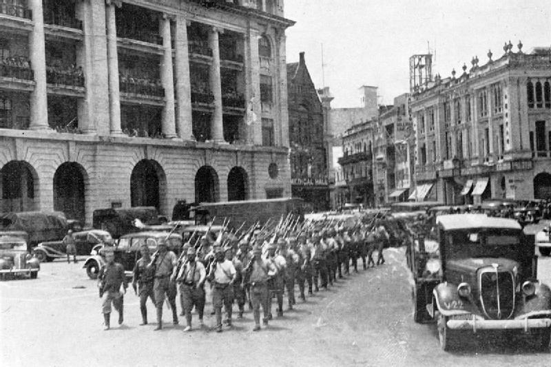 シンガポール市内を行進する日本軍