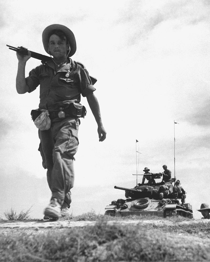 パトロールを行うフランス外人部隊とM24軽戦車(インドシナ戦争)