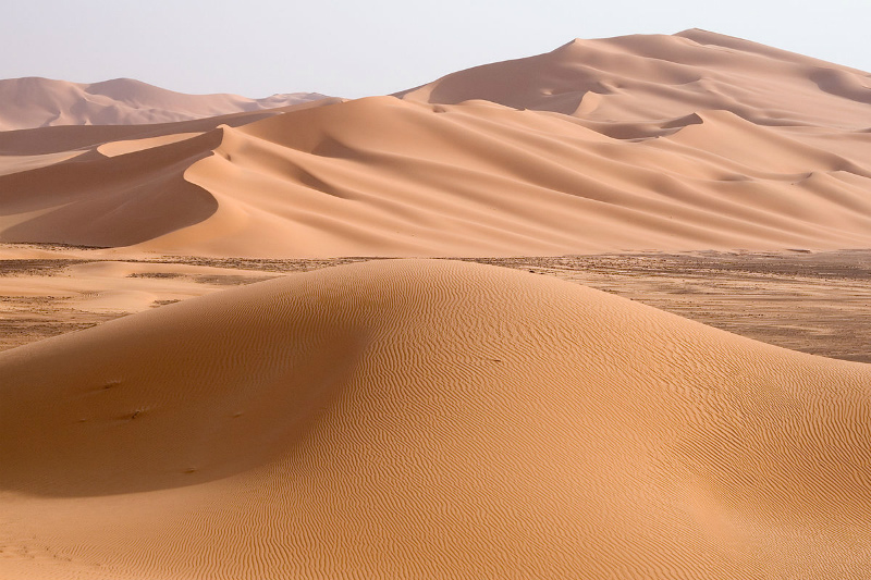 1200px-Libya_5230_Wan_Caza_Dunes_Luca_Galuzzi_2007.jpg