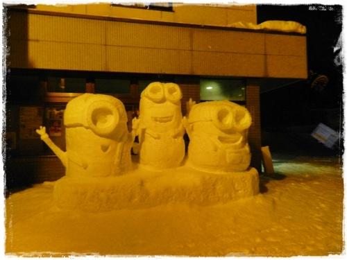雪像 ミニオンズ