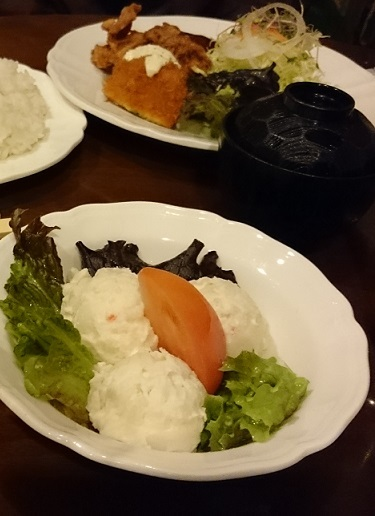 サービス定食とポテトサラダ